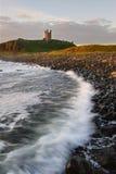 De baai van Dawn embleton met kasteel Royalty-vrije Stock Afbeeldingen