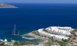 De baai van Elounda bij het eiland van Kreta in Griekenland Stock Afbeeldingen