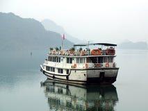 De baai van Halong, Vietnam De Plaats van de Erfenis van de Wereld van Unesco Populairste pl Stock Afbeelding