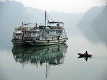 De baai van Halong, Vietnam De Plaats van de Erfenis van de Wereld van Unesco Populairste pl Royalty-vrije Stock Foto's