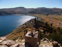 De baai van meertiticaca in copacabana in de bergen van Bolivië Stock Afbeeldingen