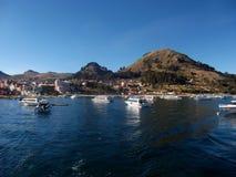 De baai van meertiticaca in isla DE sol in de bergen van Bolivië Royalty-vrije Stock Foto's