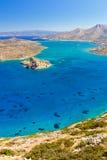 De baai van Mirabello met eiland Spinalonga op Kreta Stock Afbeeldingen