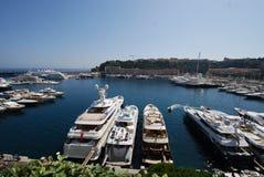 De Baai van Monaco, jachthaven, haven, dok, watermassa stock afbeeldingen