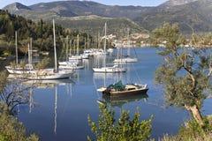 De baai van Nydri in Lefkada, Griekenland Royalty-vrije Stock Fotografie