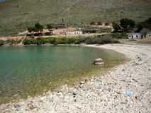 De baai van Palermo, Himara-Dorp, Zuid-Albanië stock fotografie