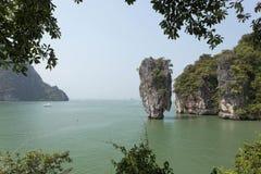 De Baai van Phangnga, James Bond-eiland, Thailand - Voorraadbeeld Stock Afbeeldingen
