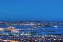 De Baai van San Francisco in het Blauw van de pre-Dageraad royalty-vrije stock afbeelding