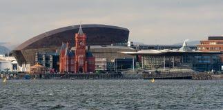 De Baaistrandboulevard van Cardiff met Nationale assemblee voor Wales royalty-vrije stock afbeeldingen