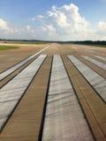 De baan van de vliegtuigluchthaven Stock Afbeelding