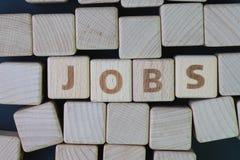 De baanrekrutering, de carrièrevacature of het huren de positie in het bedrijfconcept, kuberen houten blok met alfabet combineren royalty-vrije stock afbeeldingen