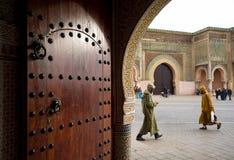 De Bab Mansour-poort in Meknes, Marokko stock afbeelding