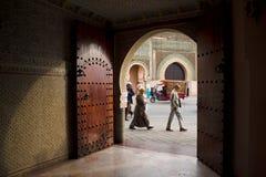 De Bab Mansour-poort in Meknes, Marokko royalty-vrije stock afbeelding