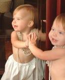 De baby in de Spiegel royalty-vrije stock afbeelding