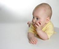 De baby denkt royalty-vrije stock afbeeldingen