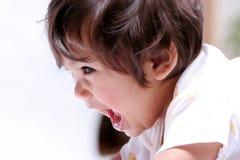 De baby die van de schat wijd glimlacht royalty-vrije stock fotografie