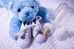 De baby draagt en Fles stock afbeelding