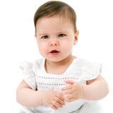 De baby gril heeft te zeggen iets. Stock Fotografie