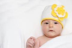 De baby kijkt in de camera Royalty-vrije Stock Fotografie