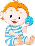 De baby luistert aan overzeese shell Royalty-vrije Stock Afbeelding