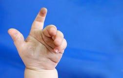 De baby overhandigt vuil Stock Foto