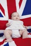 De baby propped omhoog op een stoel royalty-vrije stock foto