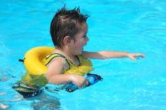 De Baby van de pool Stock Foto's