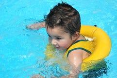 De Baby van de pool Stock Afbeeldingen