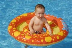 De baby van de pool stock foto