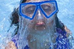 De Baby van het Water van het Meisje van de beschermende bril Stock Fotografie