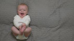De Babyjongen glimlacht stock videobeelden
