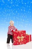De babyjongen van Kerstmis met giftdoos, royalty-vrije stock foto