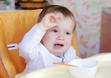De babyleeftijd van 1 jaar wil niet eten Stock Foto's