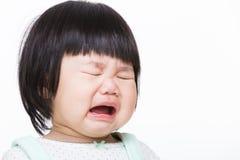 De babymeisje van Azië het schreeuwen stock foto