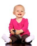 De babymeisje van de zuigeling het spelen met verre TV royalty-vrije stock foto's
