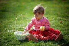 De babymeisje van Pasen stock fotografie