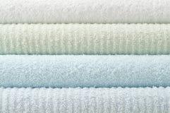 De badhanddoeken van de pastelkleur stock afbeelding