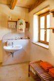 De badkamers van de kleibinnenplaats Stock Foto