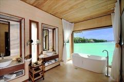 De Badkamers van de luxe van de Villa van het Water Stock Foto