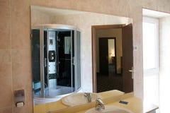 De badkamers van het hotel Stock Afbeeldingen