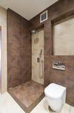 De badkamers van ?omfortable Stock Afbeeldingen