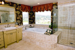 De badkamers van Upscale Stock Foto's