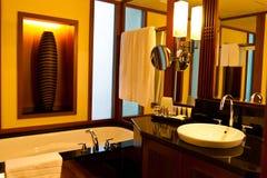 De badkamersbinnenland van het hotel stock foto's