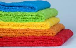 De badstofhanddoeken van de kleur Stock Afbeeldingen