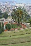 ` De Baha mim santuário e templo em Hafia como a entrada completamente vista da cume Imagem de Stock Royalty Free