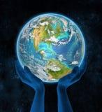 De Bahamas op aarde in handen Stock Foto's