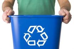 De Bak van het Recycling van de Holding van de mens Stock Afbeeldingen