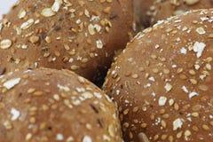 De bakkerij van het broodje met zaden Stock Foto's