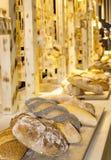 De bakkerijproducten worden gemaakt van bloem met de toevoeging van papaver zien Royalty-vrije Stock Foto's