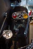 De bakre bromsljusen av i naturlig storlek lyxig bilMercedes-Benz 770K Cabriolet D (W07), 1931 Royaltyfri Fotografi